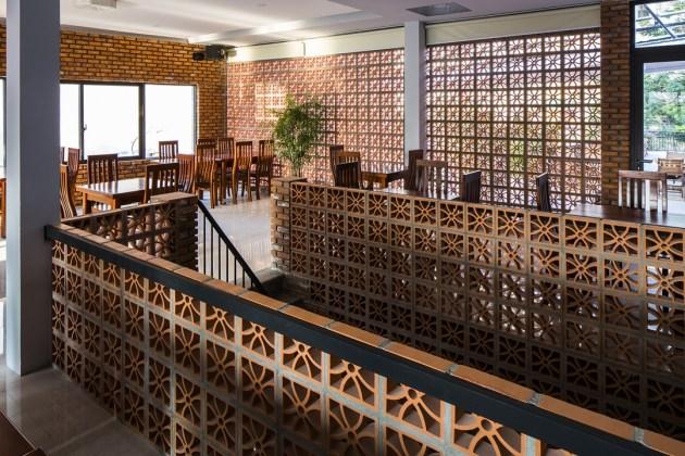 Thiết kế nhà hàng với gạch thông gió