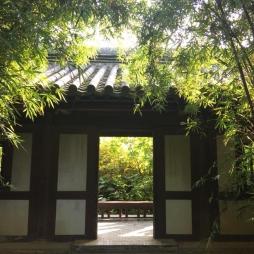 Mái cổng với ngói âm dương men ánh thép Nhật