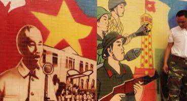 Tranh ghép chủ đề Cách mạng Việt Nam - Doanh trại Tăng Thiết Giáp